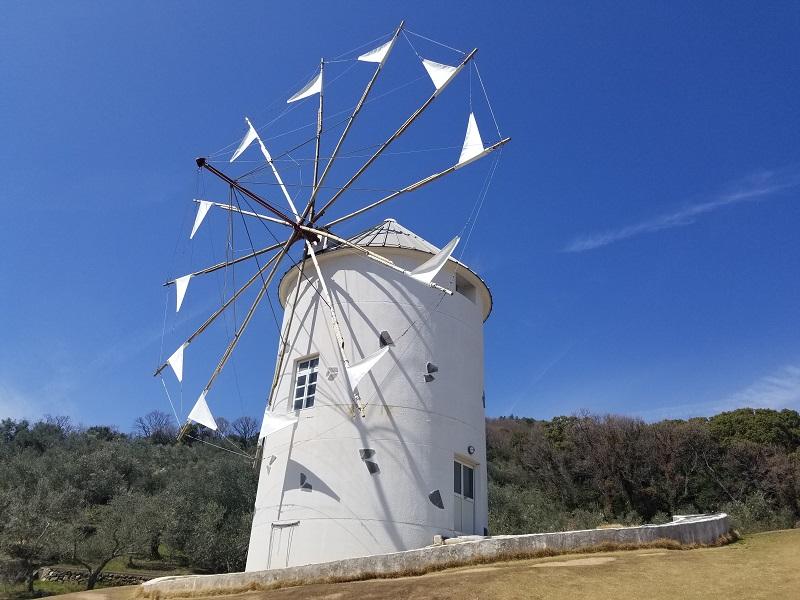 小豆島の白いギリシャ風車