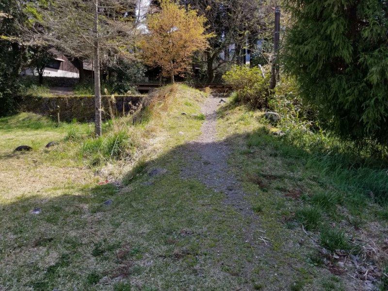 三日月の滝温泉キャンプ場(BサイトからAサイトへの小道)