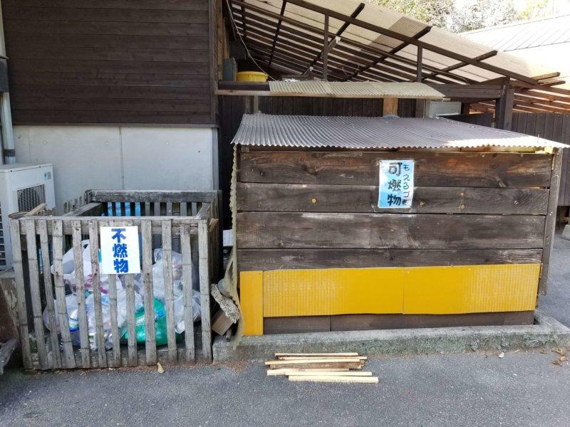 三日月の滝温泉キャンプ場(ゴミ置き場)