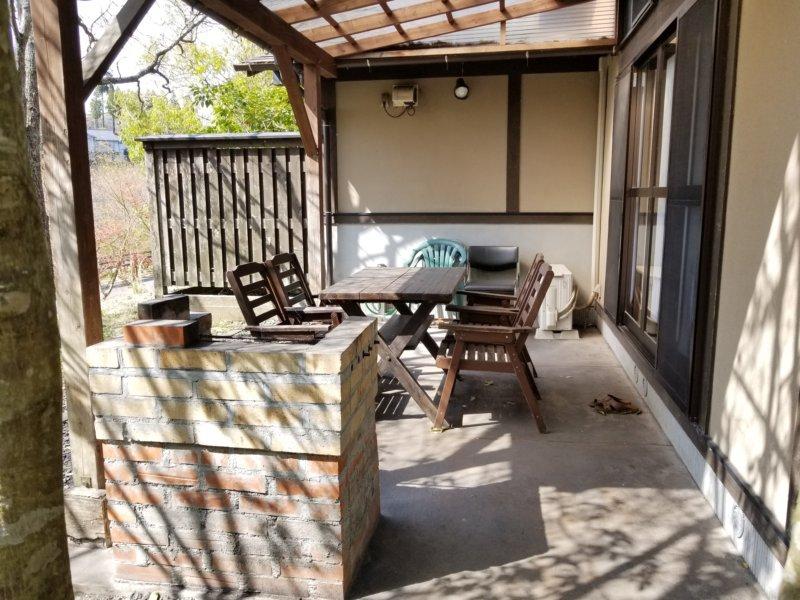 三日月の滝温泉キャンプ場(一戸建て宿泊棟のテラス)