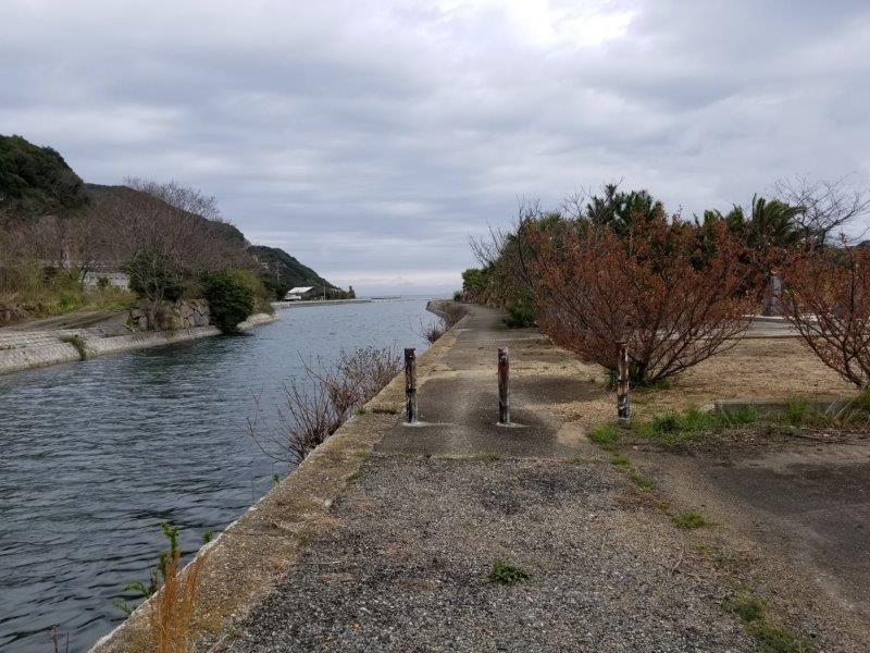 小豆島吉田の海へつづく道