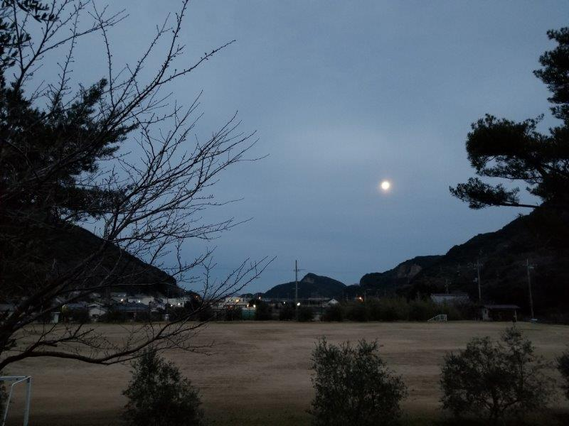 小豆島オートビレッジYOSHIDAで見たおぼろ月