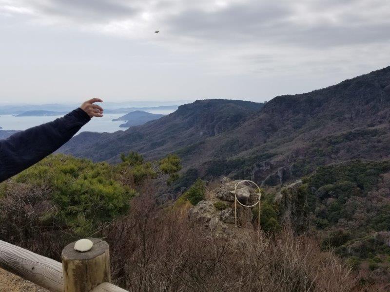 寒霞渓のかわら投げのに挑戦