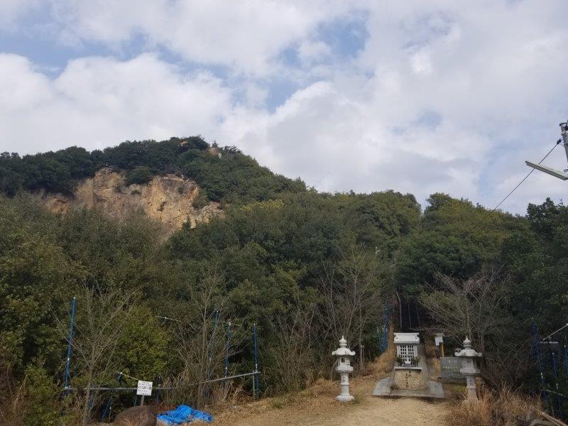 小瀬石鑓神社・重ね岩の駐車場