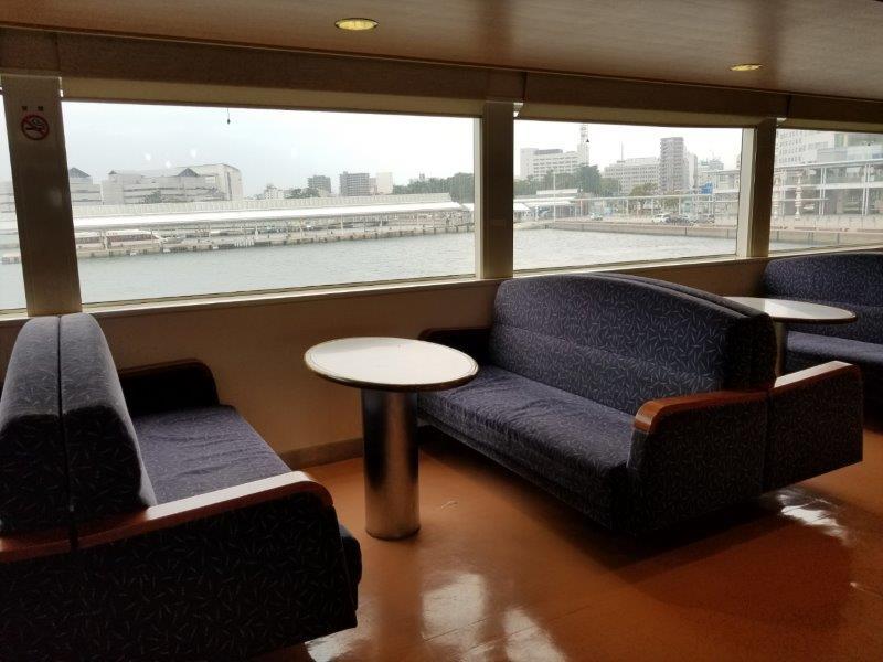 第二しょうどしま丸船内のボックス席