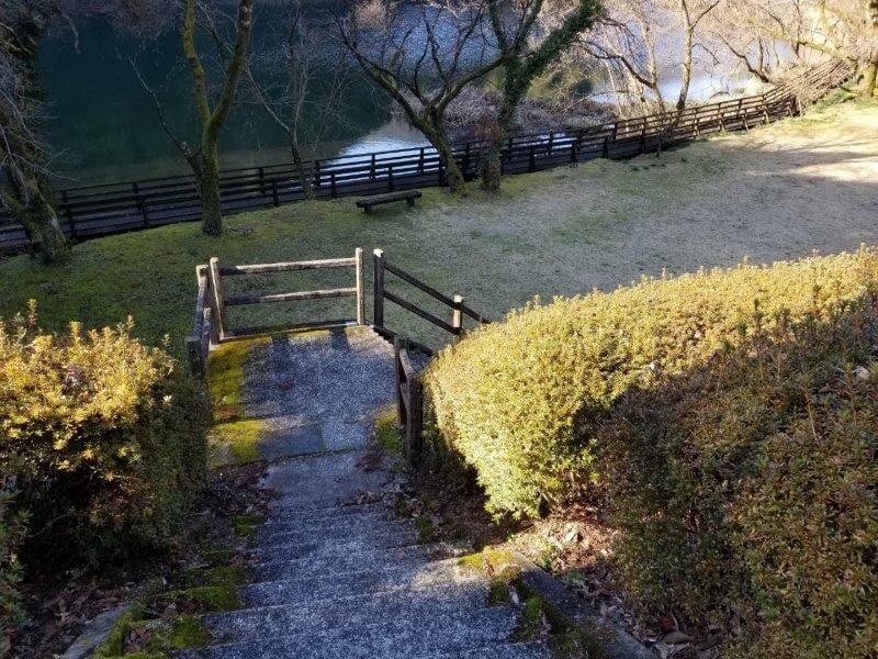 グリーンパル日向神峡 フリーサイトへの階段