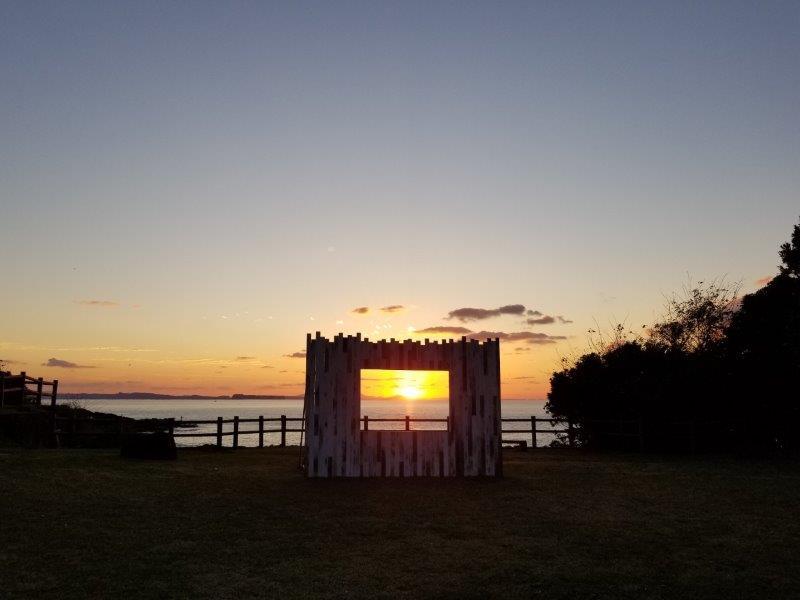 波戸岬キャンプ場の中央広場から見る夕陽