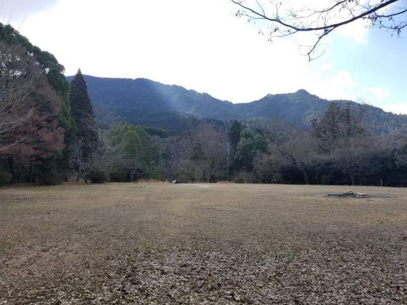 池の山キャンプ場 忠霊塔前のテントサイト