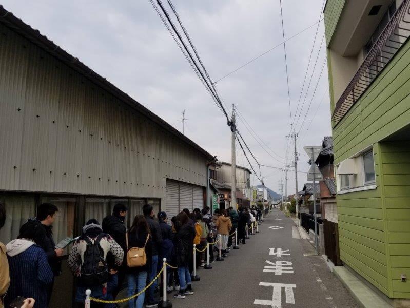 香川県の山越うどん大行列