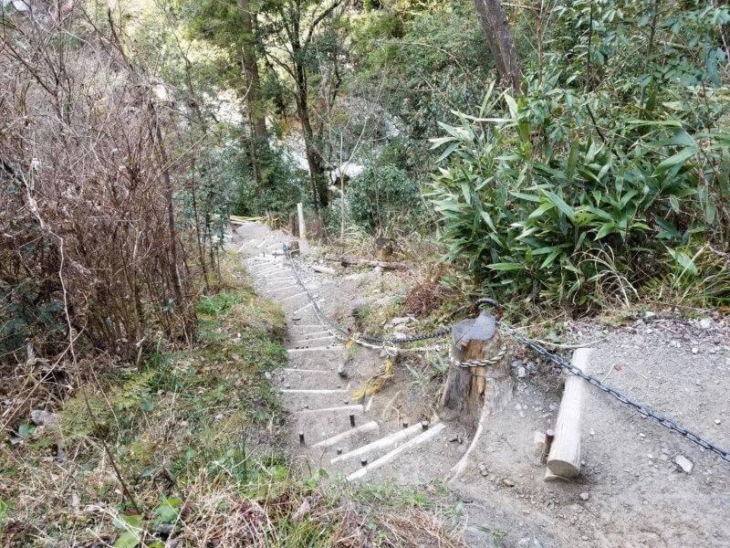 にこ淵への階段