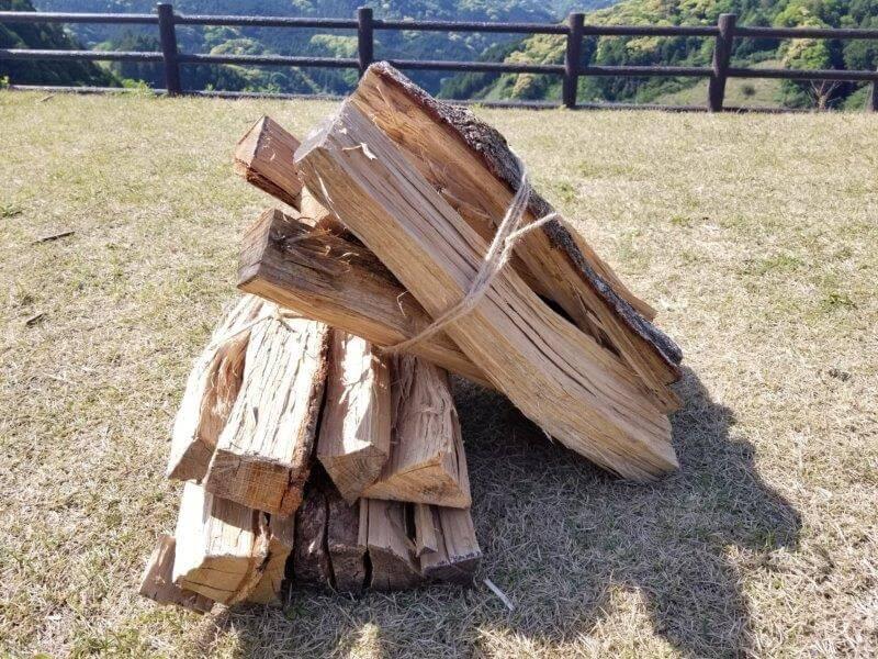 モンベル 五ケ山ベースキャンプ場で販売されている薪