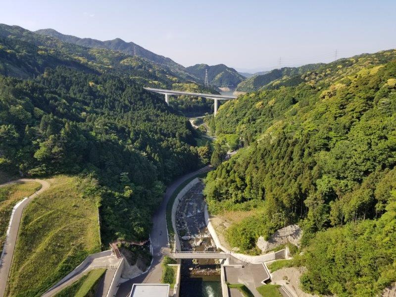 五ケ山ダムの堤頂からの景色