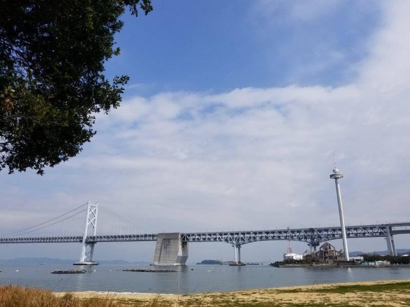 ナカンダ浜から見た瀬戸大橋