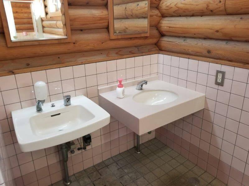 竜王山公園オートキャンプ場のトイレ内手洗い場
