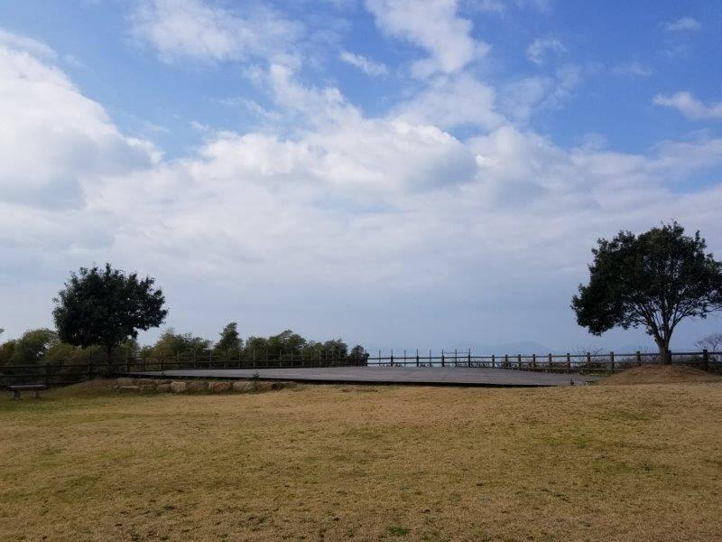 竜王山公園オートキャンプ場 海側のウッドデッキ