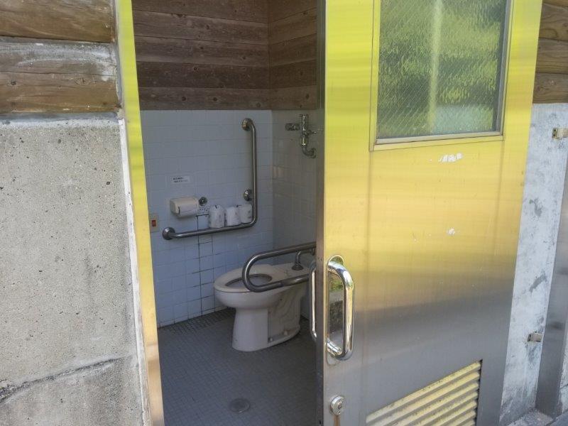 若杉楽園キャンプ場の障がい者用トイレ