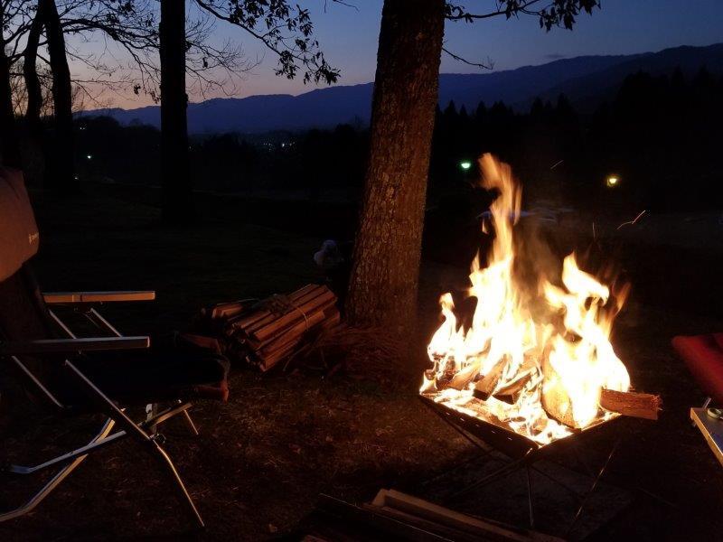 ゆのまえキャンプ場で夕方から焚き火