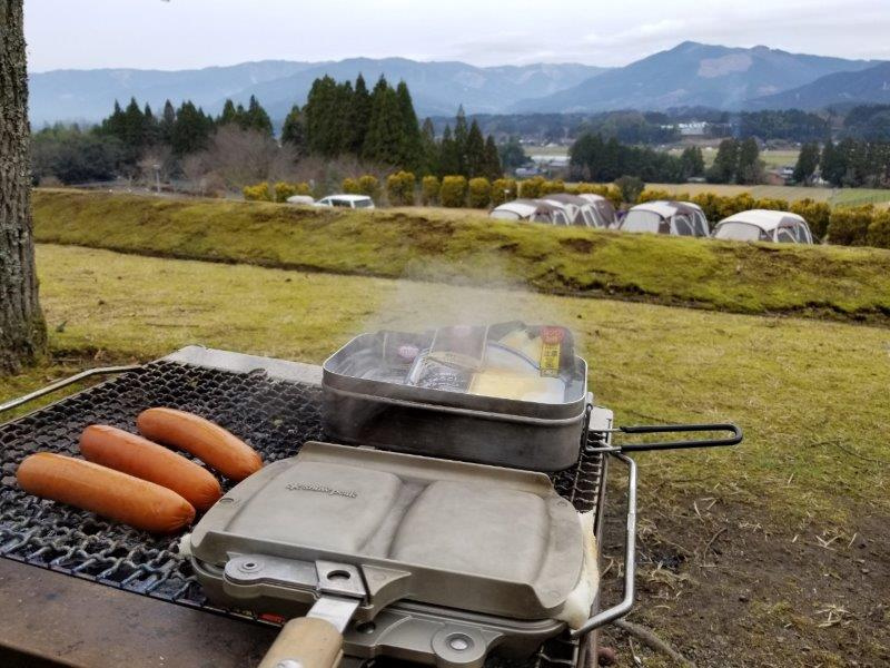 キャンプでの朝ごはんはホットサンド