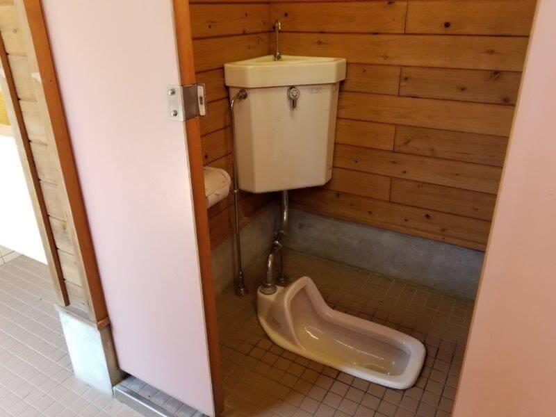 ゆのまえグリーンパレス Aサイト近くのトイレ