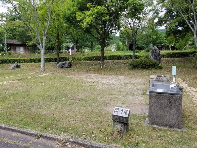 秋吉台オートキャンプ場AサイトのA14
