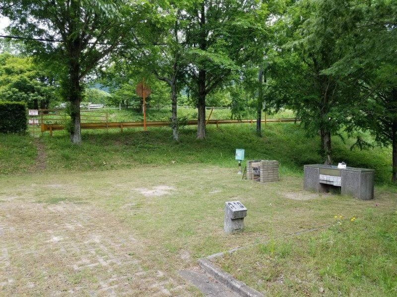 秋吉台オートキャンプ場AサイトのA18