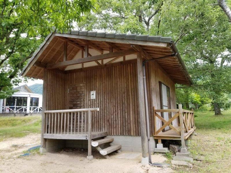 秋吉台オートキャンプ場のログハウス