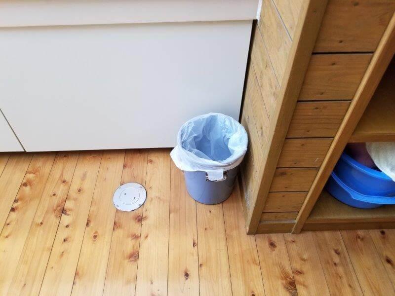 秋吉台家族旅行村オートキャンプ場の洗面所にはゴミ箱あり