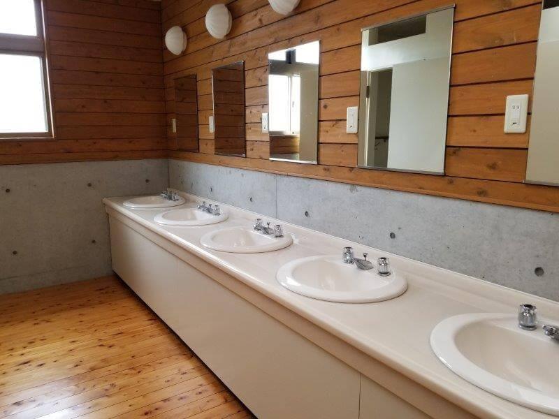 秋吉台家族旅行村オートキャンプ場の洗面所