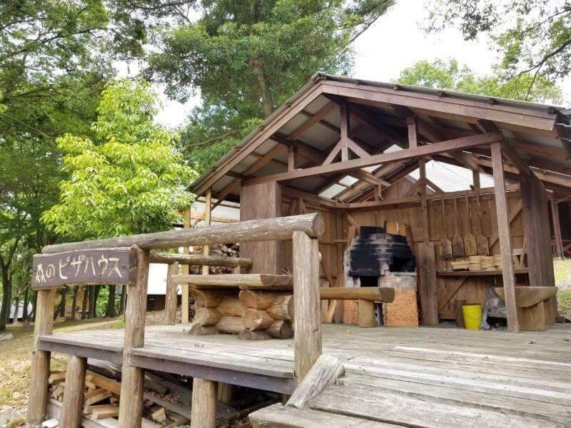 秋吉台家族旅行村の石窯ピザ焼き体験