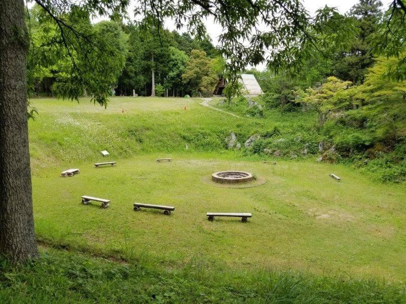 秋吉台家族旅行村の区画一般サイト中央にある広場