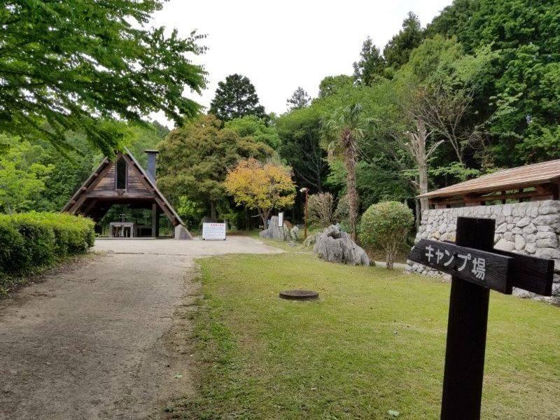 秋吉台家族旅行村の一般キャンプ場入口