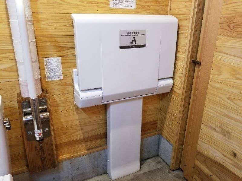 ボイボイキャンプ場 トイレにはおむつ交換台がある