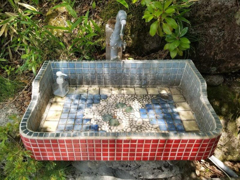 ゴンドーシャロレーのキレイなトイレ手洗い場
