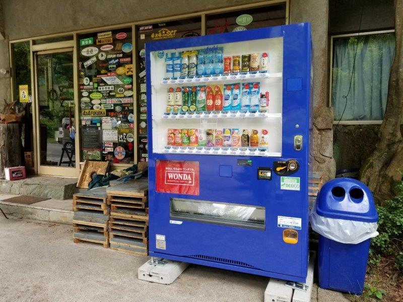 ゴンドーシャロレー管理棟前にある自販機