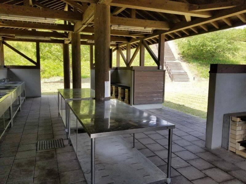 糸ヶ浜海浜公園オートサイトの炊事棟