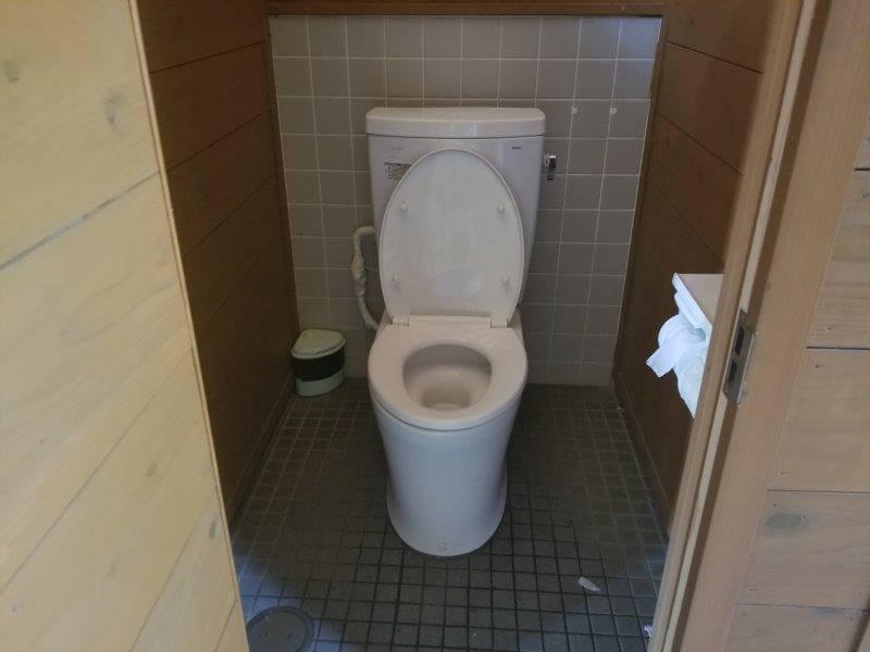 糸ヶ浜海浜公園テントサイト近くのトイレ