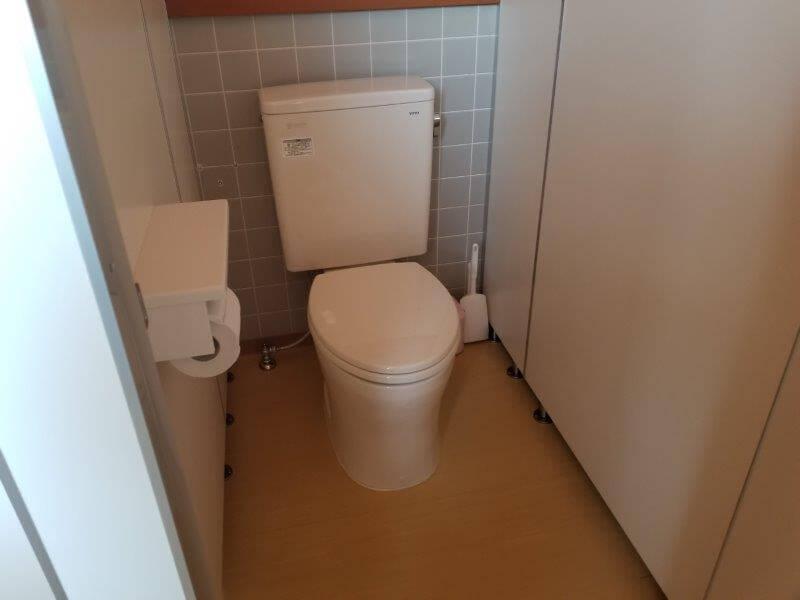糸ヶ浜海浜公園の管理棟内にあるトイレ