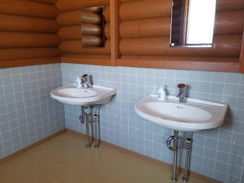 糸ヶ浜海浜公園の管理棟内にあるトイレの手洗い場