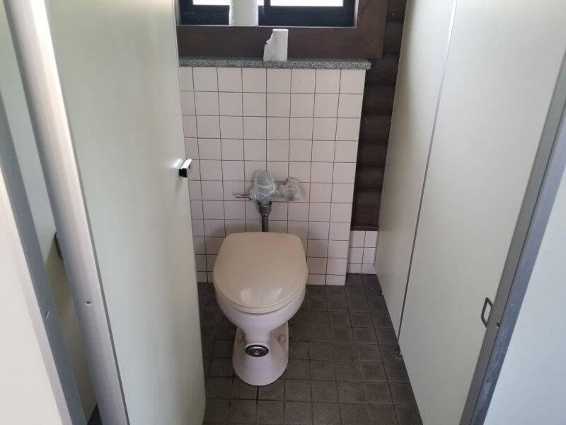 糸ヶ浜海浜公園オートサイト海側にある洋式トイレ