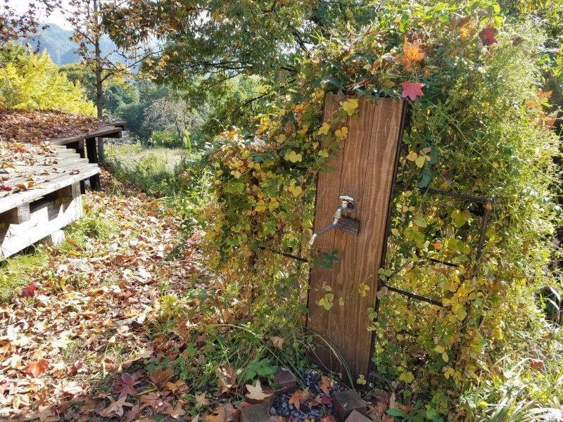 バルンバルンの森 ツリーハウス側オートサイトに蛇口がある