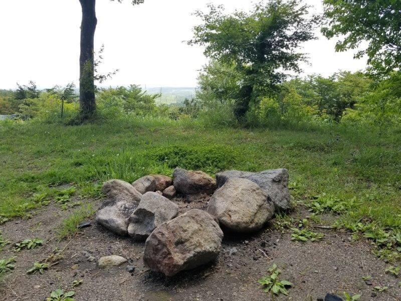ゴンドーシャロレー CサイトのC1にあった石かまど