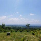 天空のキャンプ場・ゴンドーシャロレー Cサイトと青空