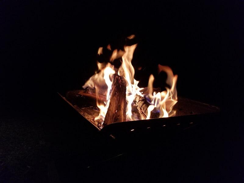 ゴンドーシャロレーで焚き火