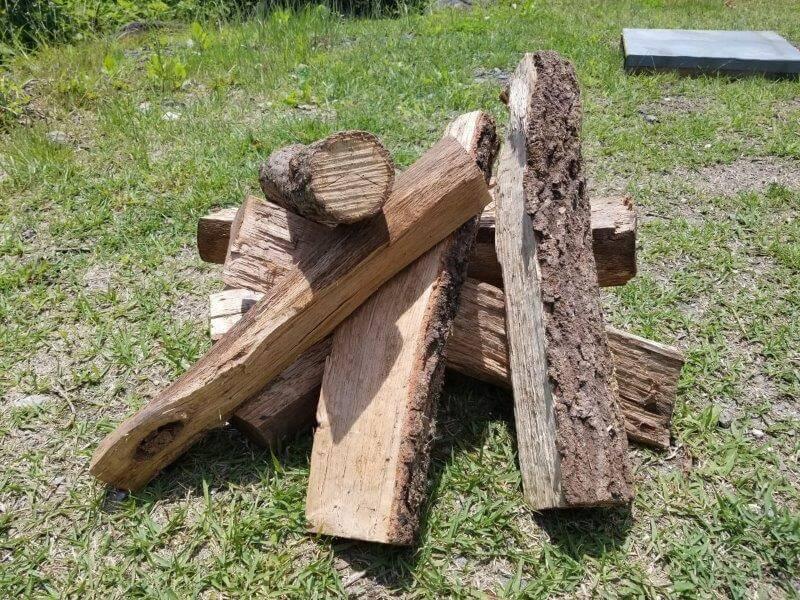 ゴンドーシャロレーで販売されている薪