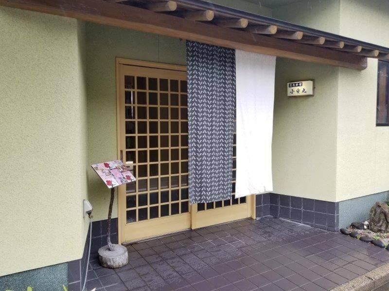 長崎県西海市にある活魚料理店・小安丸の店内