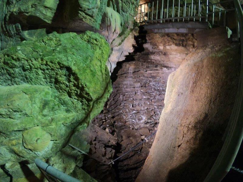 七ツ釜鍾乳洞 清水の滝