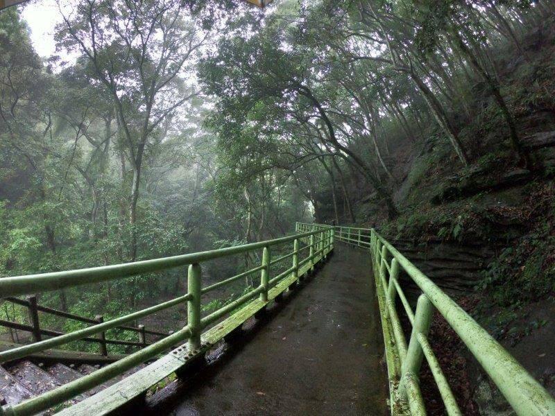 七ツ釜鍾乳洞 外の遊歩道