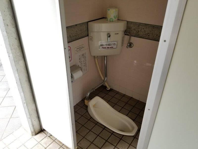 伊佐ノ浦公園 和式トイレ