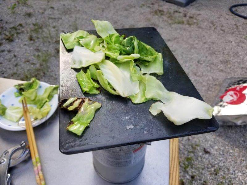 ヨコザワテッパンを野菜を焼く