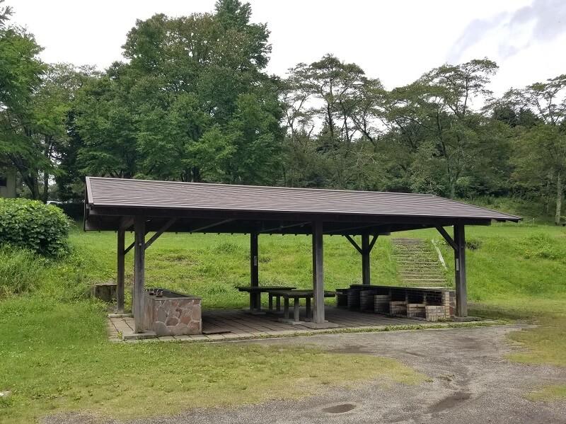 志高湖キャンプ場 グラウンドにある炊事棟